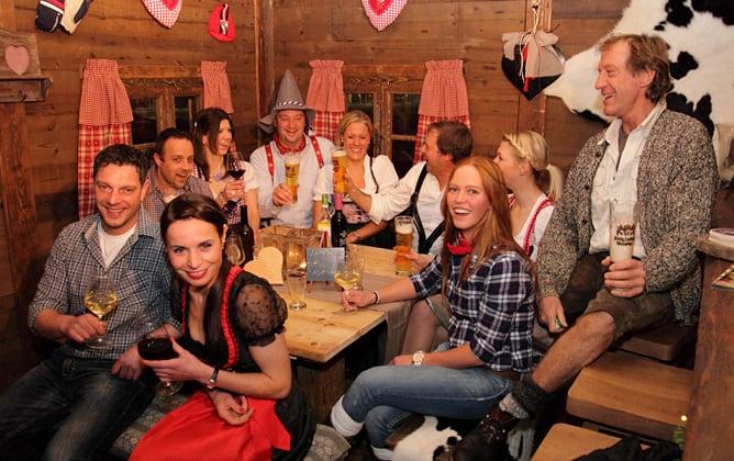 Weihnachtsfeier in Hamburg : Gemütliche Atmosphäre am Kamin